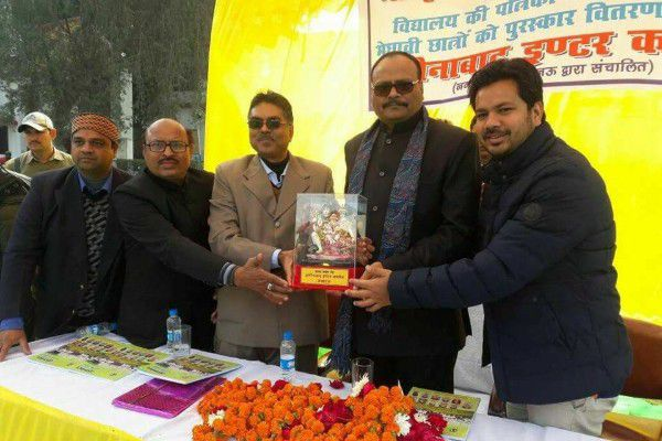 मुकेश सिंह मोंटी – अमीनाबाद इंटर कॉलेज में मेधावी छात्रों को पुरस्कार वितरण-बच्चों से ही देश का भविष