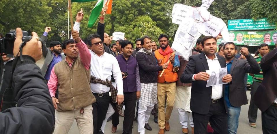 जम्मू-कश्मीर के पुलवामा में सीआरपीएफ के काफिले पर गुरुवार को हुए हमले में शहीद 40 जवानों की शहादत