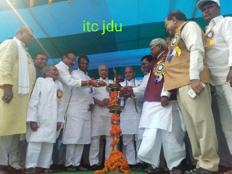 दलित-महादलित कोसी प्रमंडलीय सम्मेलन के अंतर्गत मधेपुरा में विशाल जन-सैलाब उमड़ा. कार्यक्रम में मुख्य