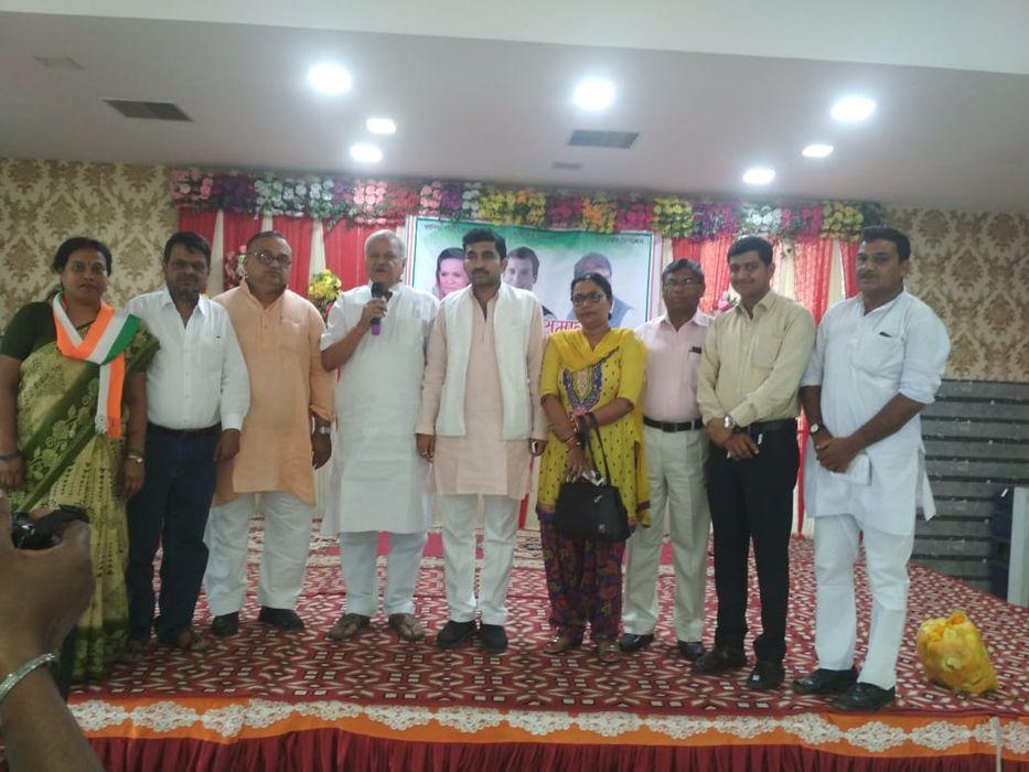 आवास विकास स्थित गेस्ट हाउस में कानपुर नगर ग्रामीण कांग्रेस कमेटी का कार्यकर्ता समागम संपन्न हुआ, जि