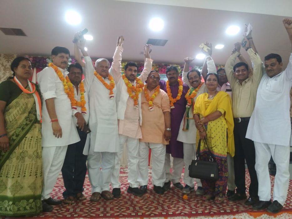 कानपुर नगर ग्रामीण कांग्रेस कमेटी का जाना माना चेहरा अधिवक्ता राजीव द्विवेदी जी कांग्रेस पार्टी से स
