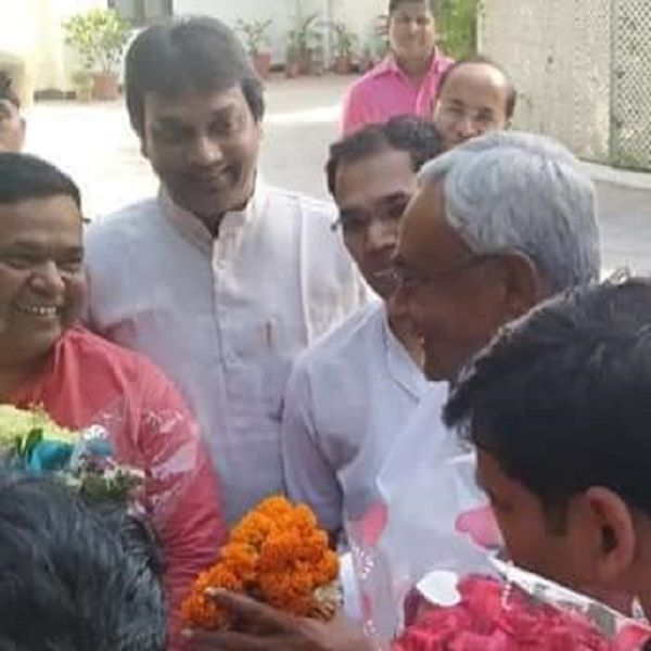 युवा जदयू दिल्ली - बिहार के मुख्यमंत्री नीतीश कुमार जी को युवा जदयू दिल्ली प्रदेश की ओर से जीत की बध