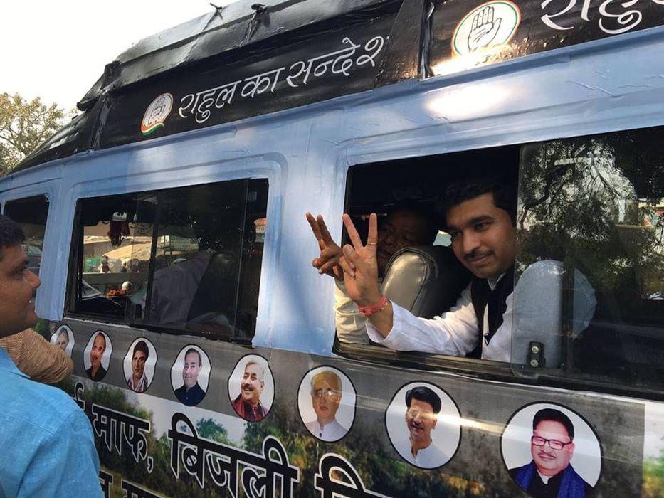 राजीव द्विवेदी जी कल्यानपुर विधानसभा क्षेत्र से कांग्रेस पार्टी के जनप्रतिनिधि के रूप में कार्यरत है