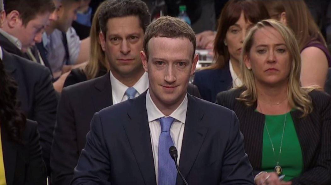 अमेरिका की सिलिकॉन वैली से निकली फेसबुक कब दुनिया के कोने कोने नाप गयी, यह तो इतिहास का विषय है..पर